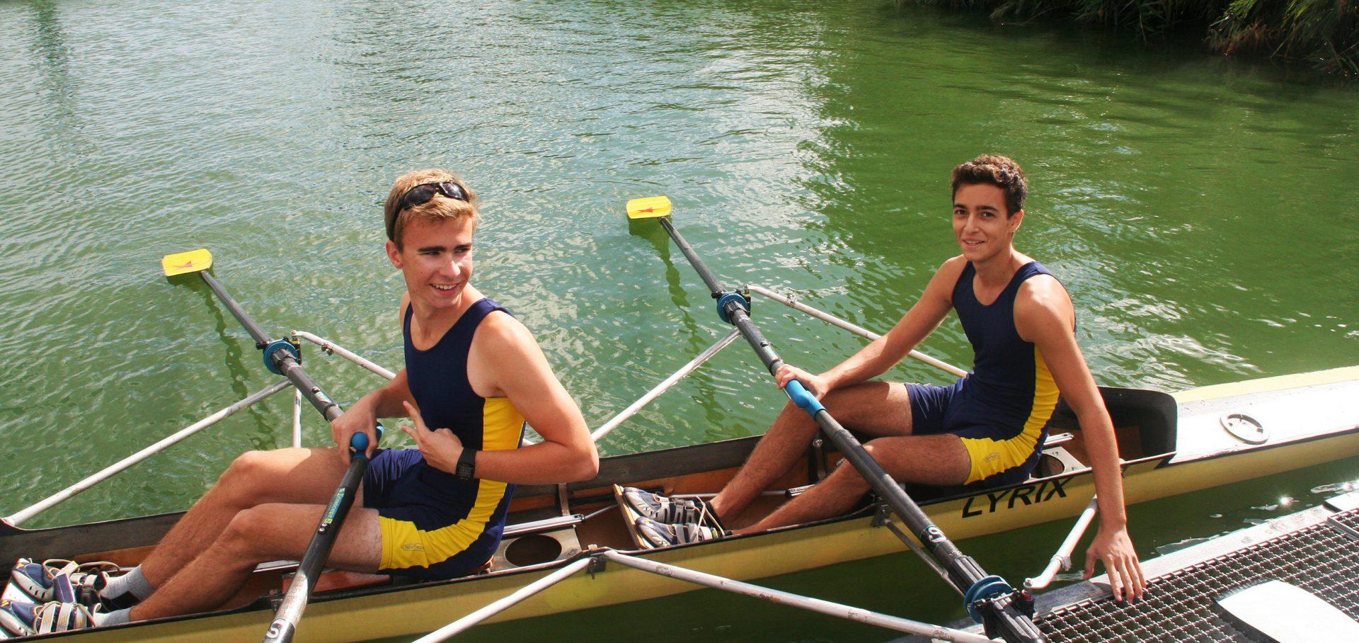 Leo und Marcel vor dem Abholen der Silbermedaille